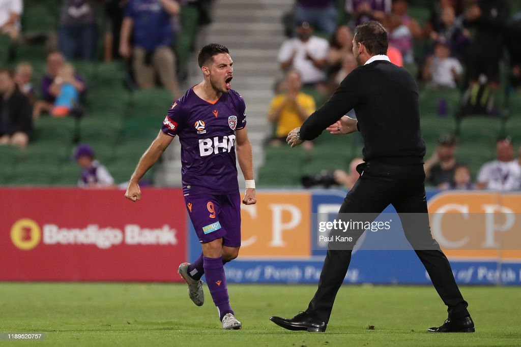 A-League Rd 7 - Perth v Sydney : News Photo