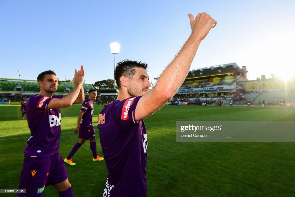 A-League Rd 14 - Perth v Adelaide : News Photo