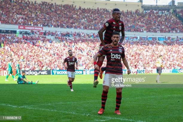 Bruno Henrique and De Arrascaeta of Flamengo celebrate a scored goal during a match between Flamengo and Goias as part of Brasileirao Series A 2019...