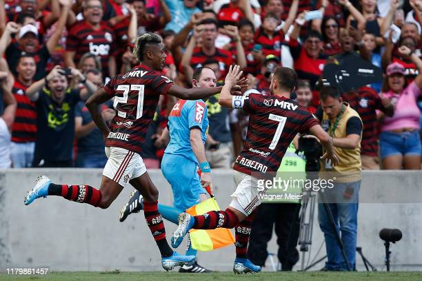 Bruno Henrique of Flamengo celebrates with teammate Everton Ribeiro after scoring his goal against Corinthians at Maracana Stadium on November 3,...