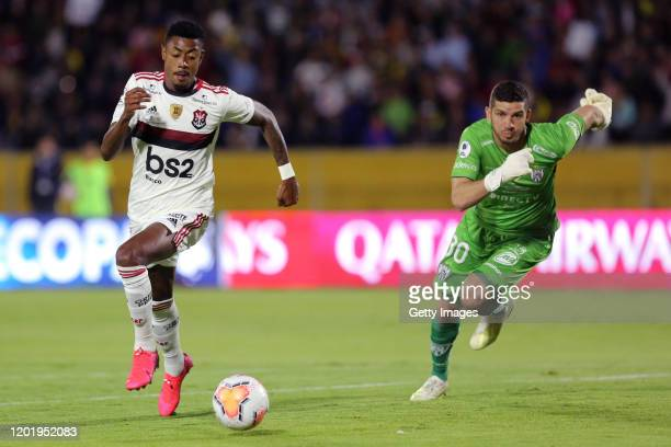 Bruno Henrique of Flamengo controls the ball against goalkeeper Jorge Pinos of Independiente del Valle during the first leg between Independiente del...