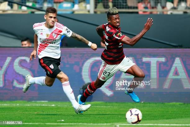Bruno Henrique of Flamengo controls the ball against Lucas Martinez Quarta of River Plate during the final match of Copa CONMEBOL Libertadores 2019...
