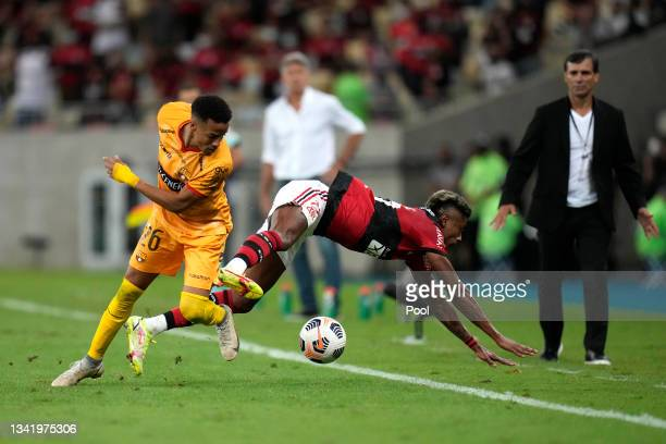 Bruno Henrique of Flamengo fights for the ball with Byron Castillo of Barcelona SC during a semi final first leg match between Flamengo and Barcelona...