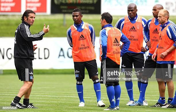 Bruno Labbadia , head coach of Hamburg talks to his players Eljero Elia, Piotr Trochowski, Guy Demel Mickael Tavares and David Jarolim during a...