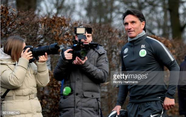 Bruno Labbadia new head coach of Wolfsburg looks on during a training session of VfL Wolfsburg at Volkswagen Arena on February 20 2018 in Wolfsburg...