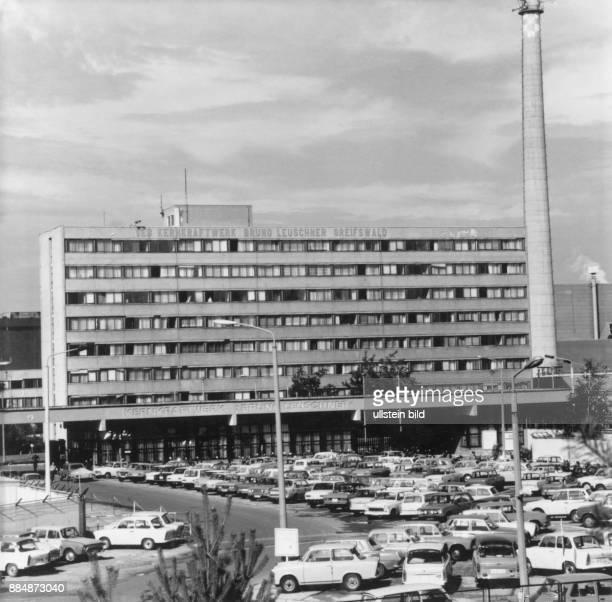 KKW 'Bruno Leuschner' Blick auf den Stammbetrieb VE Kombinat Kernkraftwerke 'Bruno Leuschner' in Greifswald Motiv auch in Farbe Aufnahme 1990