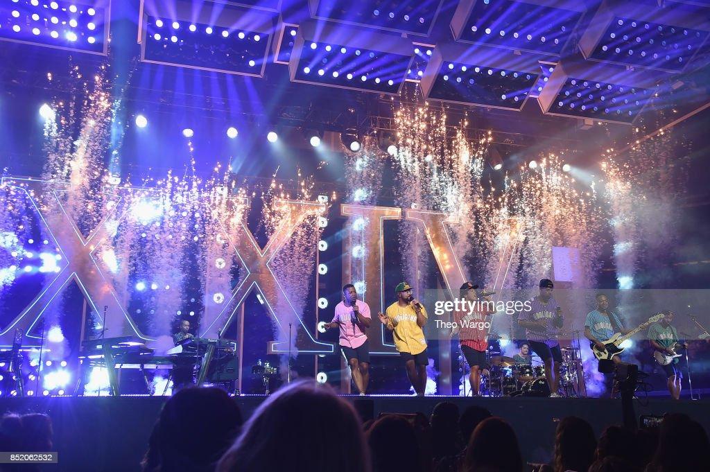 Bruno Mars Performs Onstage During Bruno Mars: 24K Magic World Tour At Madison  Square Garden