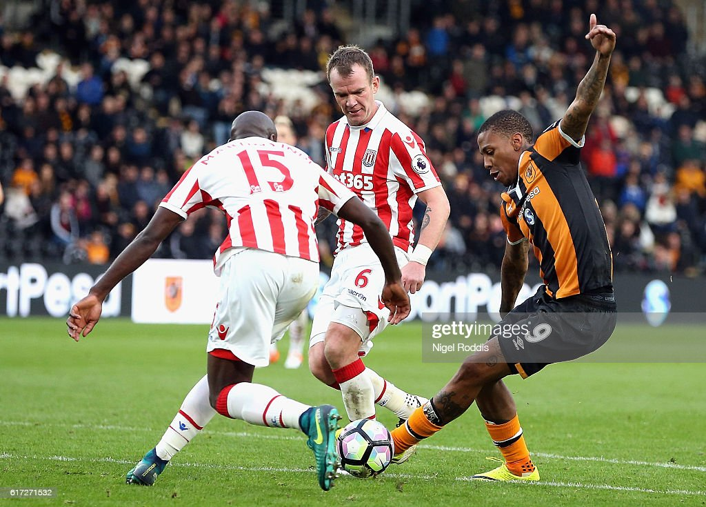 Bruno Martins Indi of Stoke City (L) attempts to tackle Abel Hernandez of Hull City (R) during the Premier League match between Hull City and Stoke City at the KCom Stadium on October 22, 2016 in Hull, England.