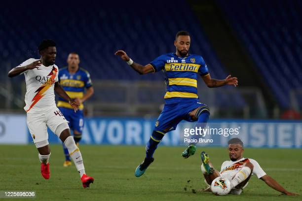 Bruno Peres of AS Roma competes for the ball with Junior Hernani of Parma Calcio during the Serie A match between AS Roma and Parma Calcio at Stadio...
