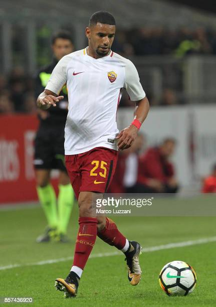 Bruno Peres of AS Roma in action during the Serie A match between AC Milan and AS Roma at Stadio Giuseppe Meazza on October 1 2017 in Milan Italy