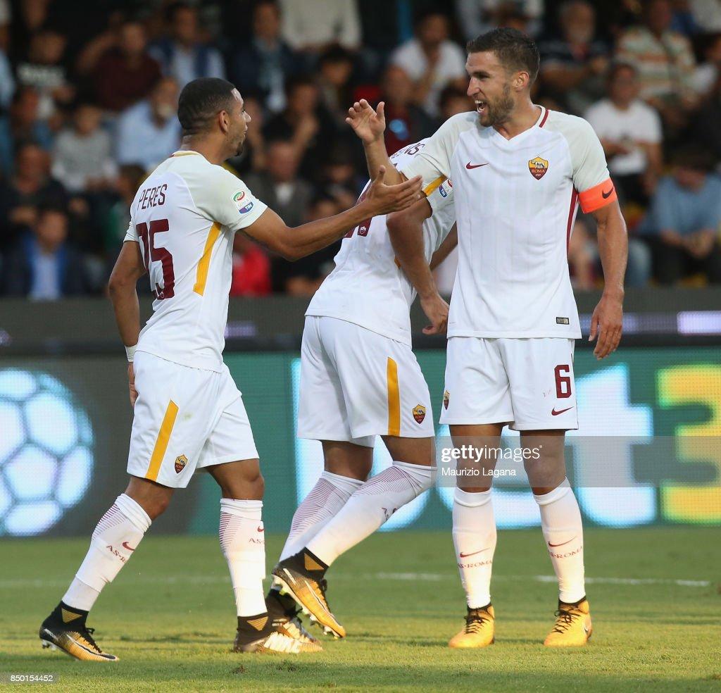 Bruno Peres (L) of Roma celebrates the second goal during the Serie A match between Benevento Calcio and AS Roma at Stadio Ciro Vigorito on September 20, 2017 in Benevento, Italy.