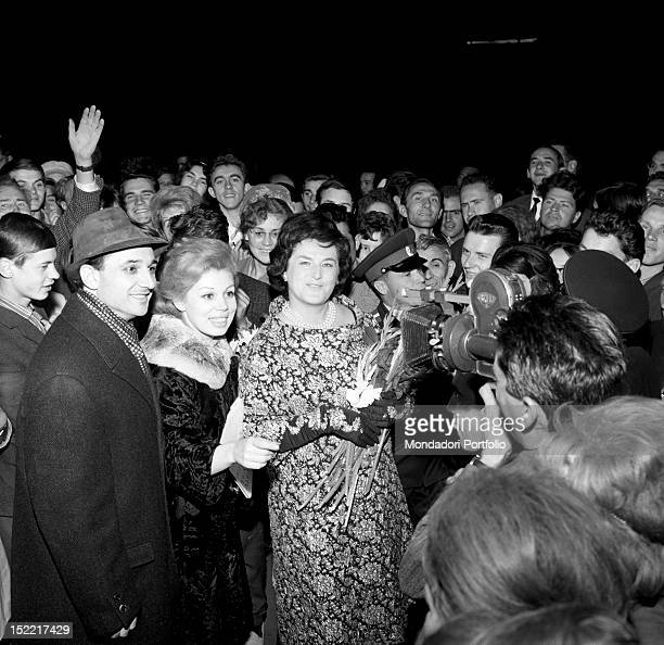 Bruno Prevedi Mirella Freni and Fiorenza Cossotto surrounded by spectators outside the theatre at the end of the performance of 'Turandot' Bolshoi...