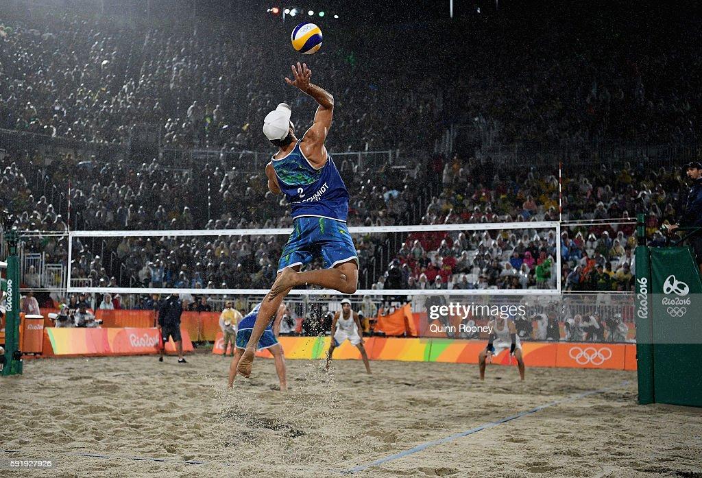 Beach Volleyball - Olympics: Day 13 : Nachrichtenfoto