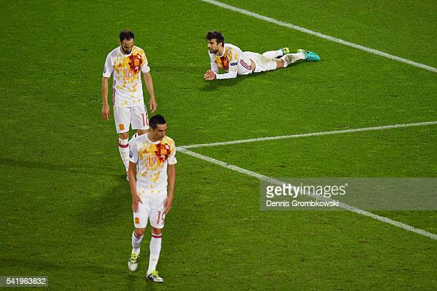 Bruno Soriano Juanfran and Gerard Pique of Spain show their dejection after Croatia's second goal during the UEFA EURO 2016 Group D match between...