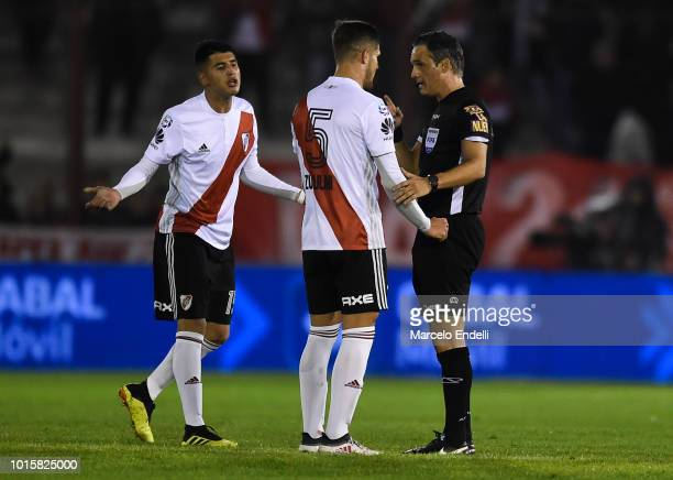 Bruno Zuculini and Exequiel Palacios of River Plate argues with Referee Patricio Lousteau during a match between Huracan and River Plate as part of...