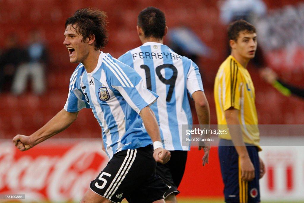 Bruno Zuculini de Argentina celebra su gol durante un partido en el marco del Sudamericano Sub 20 entre las selecciones de Colombia y Argentina el 12 de febrero de 2011 en Arequipa, Perú.