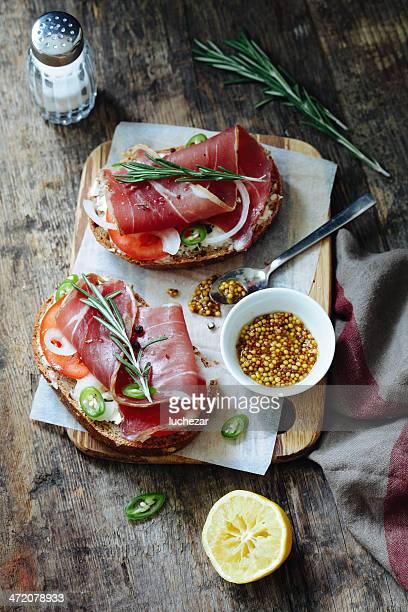 Bruschetta con jamón