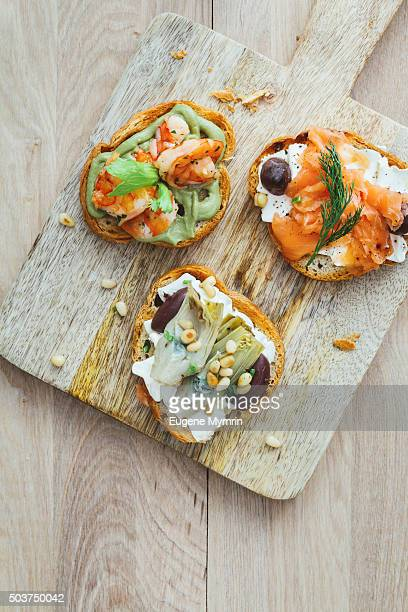 Bruschetta with shrimp, salmon and artichoke