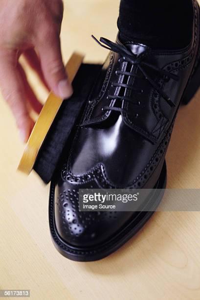 Brushing shoe