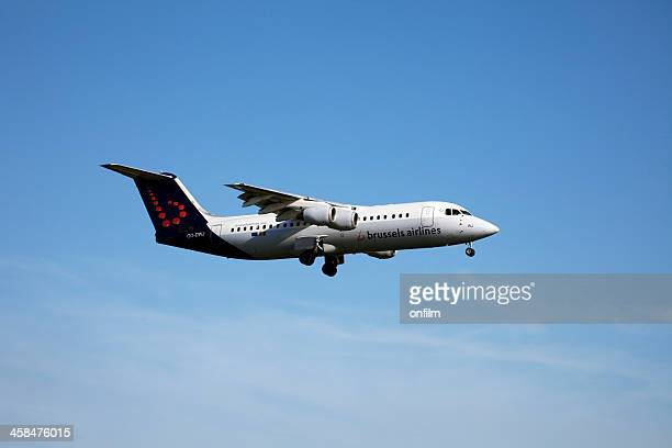 brussels airlines british aerospace (bae) avro rj100 - brussels airlines stock pictures, royalty-free photos & images