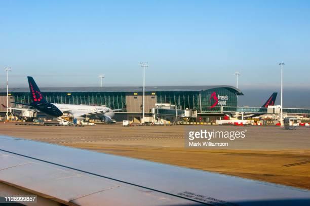 brussels airport, belgium. - região da capital - fotografias e filmes do acervo