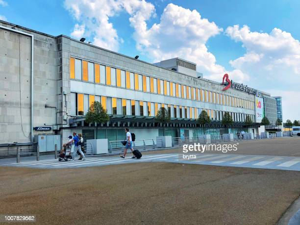 brussels airport in belgium - zaventem airport stock pictures, royalty-free photos & images