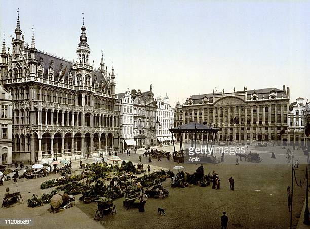 Brussels, belgium, c. 1900 : the Grand Place, the city hall.