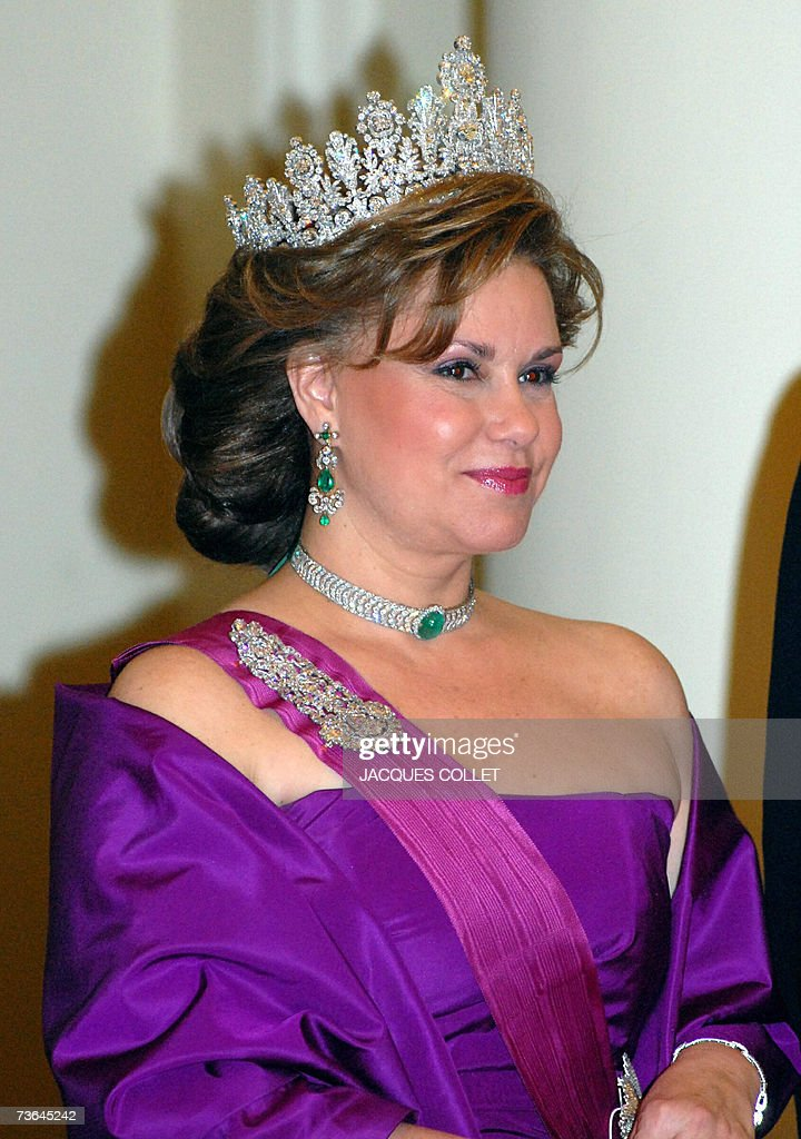 Clad in gala outfit, the Grande Duchess of Luxembourg Maria Teresa arrives for the diner at the Royal Castle of Brussels, on the occasion of the Duke and Duchess three days state visit in Belgium, 20 March 2007.