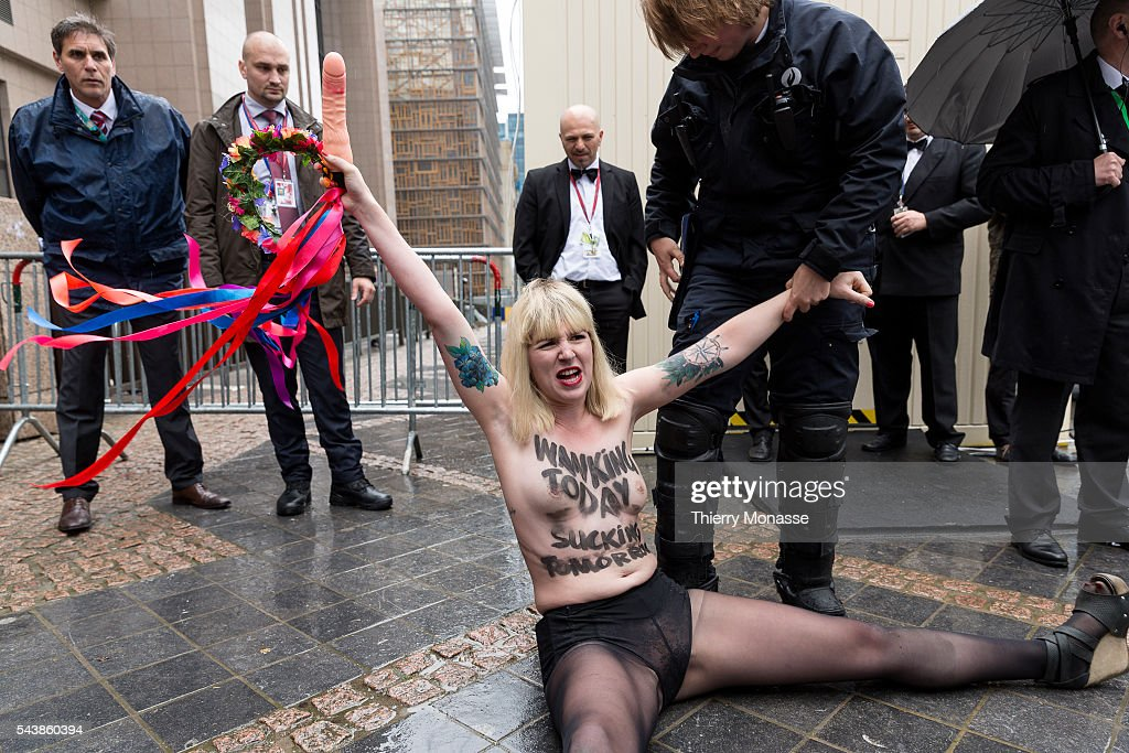 Brussels - Femen activists ahead the G7 meeting : News Photo