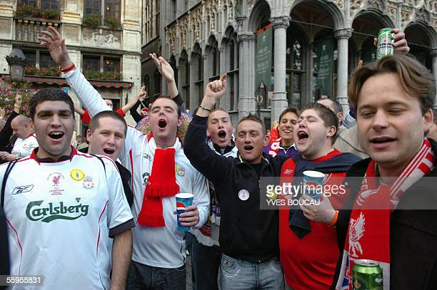 Liverpool supporters chant as they gather on Brussel's Grand Place/Groote Markt 19 October 2005 prior to the Champions League Group G football match...
