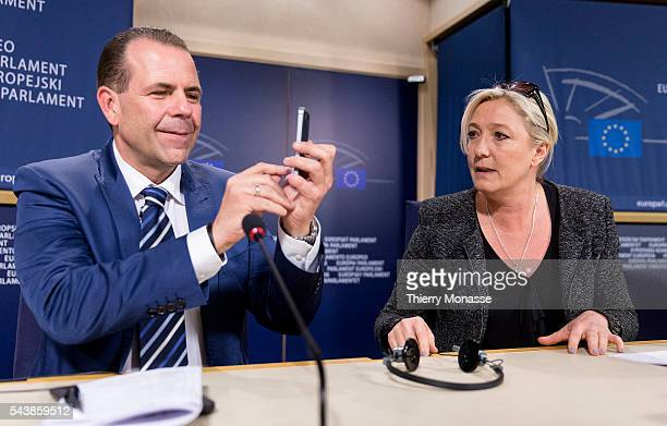 Brussels Belgium May 28 2014 French politician and the president of the farright Front National Marine LE PEN looks at Austrian politician FPÖ member...