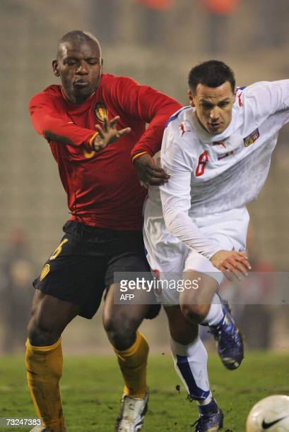 Red Devils' Gaby Mudingayi vies with Czech Republic's Marek Matejovskyduring their friendly football match 07 February 2007 in Brussels' King...