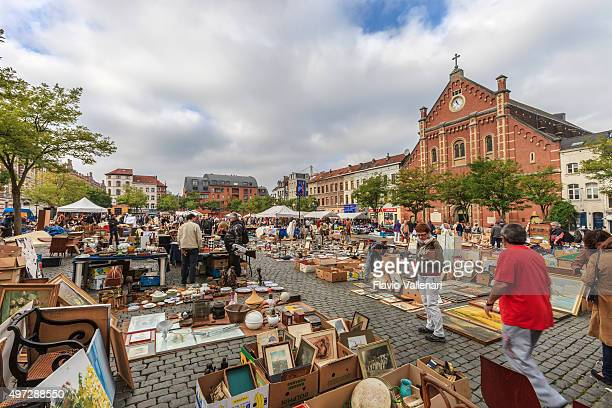 brussels, flea market, place du jeu de balle - belgium - brussels capital region stock pictures, royalty-free photos & images