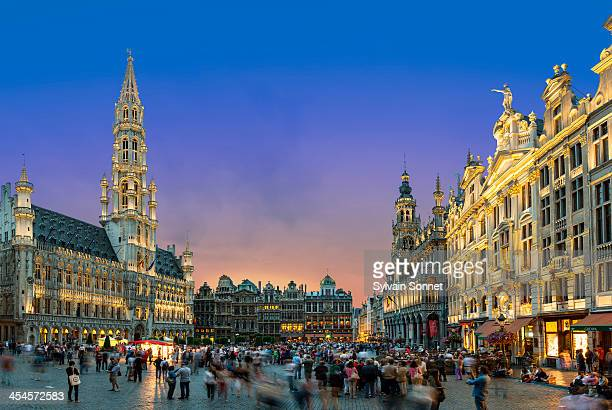 brussels, grand place at dusk - brussels capital region stock pictures, royalty-free photos & images