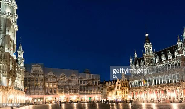 "grand place em bruxelas na noite - ""sjoerd van der wal"" or ""sjo"" imagens e fotografias de stock"
