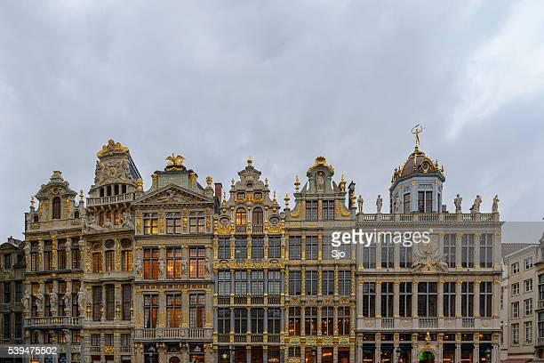 """bruselas de las cofradías del fachadas de grand place - """"sjoerd van der wal"""" or """"sjo"""" fotografías e imágenes de stock"""