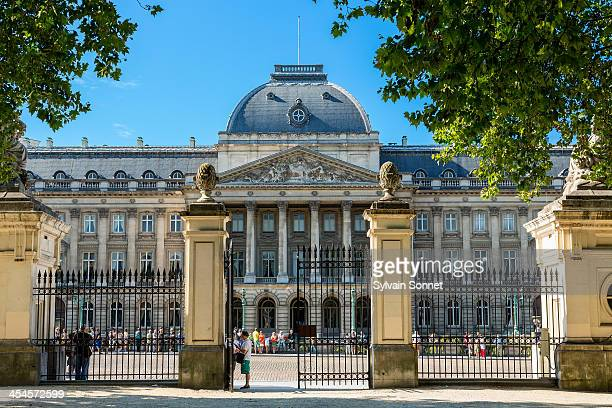 brussels, royal palace - royal palace brussels stock pictures, royalty-free photos & images