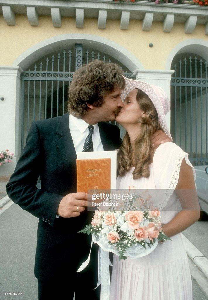 Brautigam Bernd Cluver Braut Ute Kittelberger Hochzeits Kuss Nach