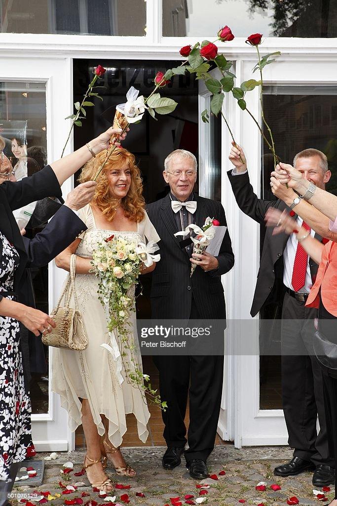 Brautigam Gernot Endemann Braut Sabine Endemann Rosen Spalier