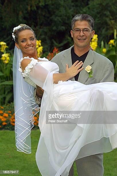 Bräutigam Hansjörg Criens Braut Iris Remmertz Hochzeitsfeier Mönchengladbach Kaiser FriedrichHalle nach der kirchlichen Trauung Hochzeit Brautkleid...