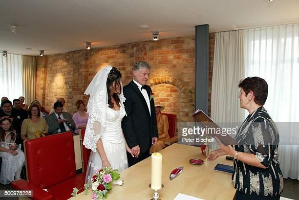 Bräutigam Rüdiger Joswig, Braut Claudia Wenzel, Edda Mauser , Hochzeit, , Anklam, Mecklenburg-Vorpommern, Standesamt, standesamtliche Trauung,...