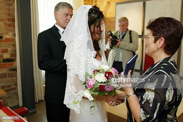 Bräutigam Rüdiger Joswig, Braut Claudia Wenzel, Edda Mauser , Hochzeit, , Anklam, Mecklenburg-Vorpommern, Standesamt, Heirat, heiraten, Schauspieler,...