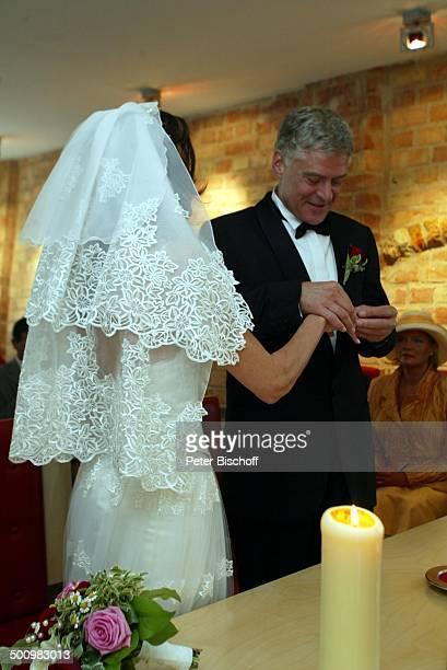 Bräutigam Rüdiger Joswig Braut Claudia Wenzel Hochzeit Anklam MecklenburgVorpommern Standesamt standesamtliche Trauung Brautpaar Brautkleid Heirat...