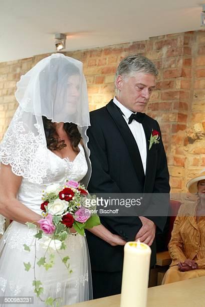 Bräutigam Rüdiger Joswig Braut Claudia Wenzel Hochzeit Anklam MecklenburgVorpommern Standesamt Brautpaar standesamtliche Trauung Brautkleid Heirat...