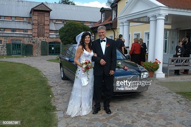 """Bräutigam Rüdiger Joswig, Braut Claudia Wenzel, Hochzeit, Stolpe /Mecklenburg Vorpommern, , """"Gutshaus Stolpe"""", Hochzeitsfeier, Champagner-Empfang,..."""