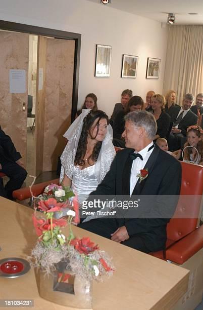 Bräutigam Rüdiger Joswig, Braut Claudia Wenzel, Hochzeit, Anklam/Mecklenburg Vorpommern, , Standesamt, standesamtliche Trauung, Hochzeitsfeier,...