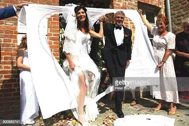 Bräutigam Rüdiger Joswig Braut Claudia Wenzel Karin von Borsody Hochzeit Anklam MecklenburgVorpommern Standesamt nach standesamtlicher Trauung...