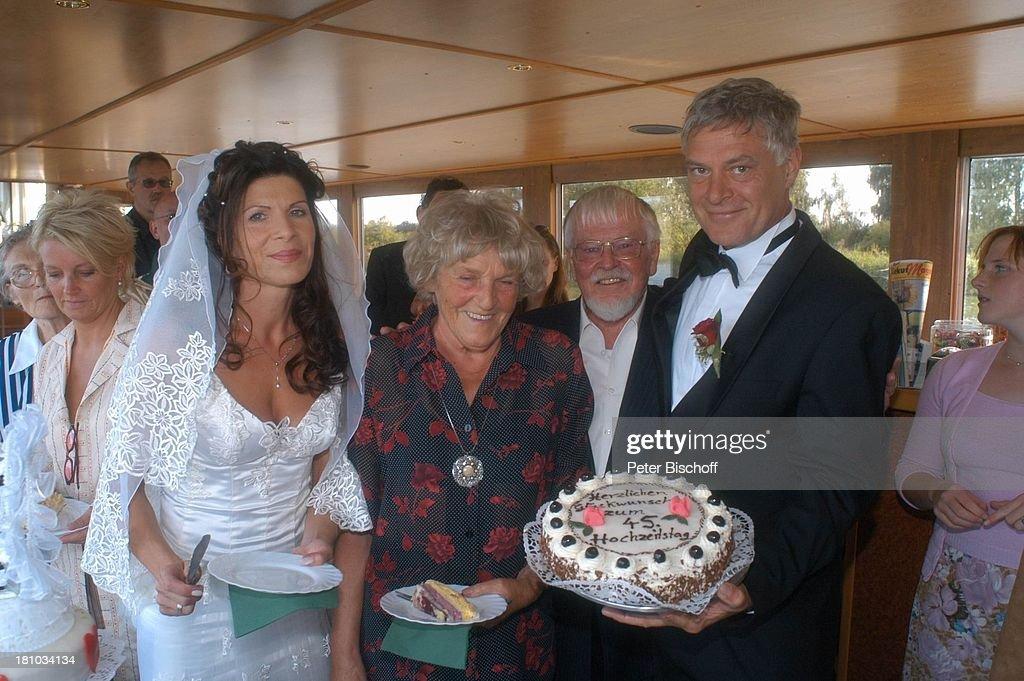 Bräutigam Rüdiger Joswig, Braut Claudia Wenzel, Mutter Nelly Wen ...
