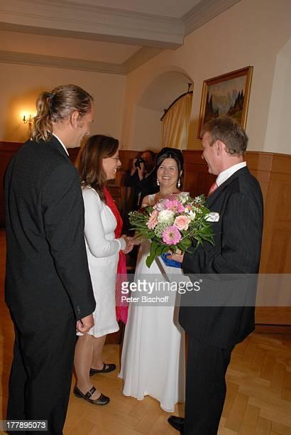 Bräutigam Sven Hoep Braut Elke Hoep AdoptivSchwester Karoline Simang mit Ehemann Rico Simang nach standesamtlicher Trauung Hochzeitsfeier Hochzeit...