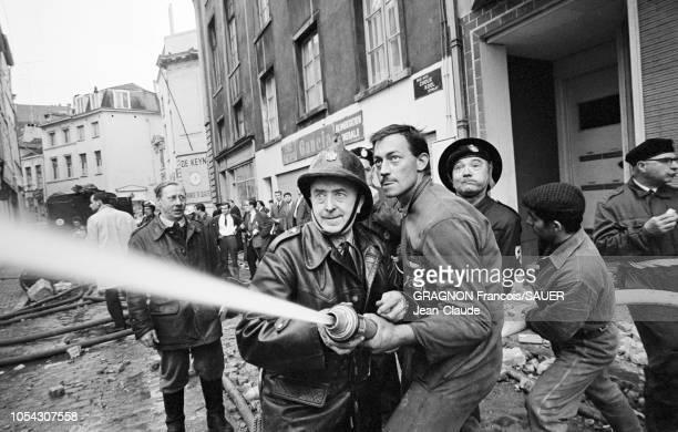 Bruxelles Belgique Le 22 mai 1967 vers 13h le magasin Innovation situé en plein centre de la ville prend feu on dénombrera plus de 300 morts Ici un...